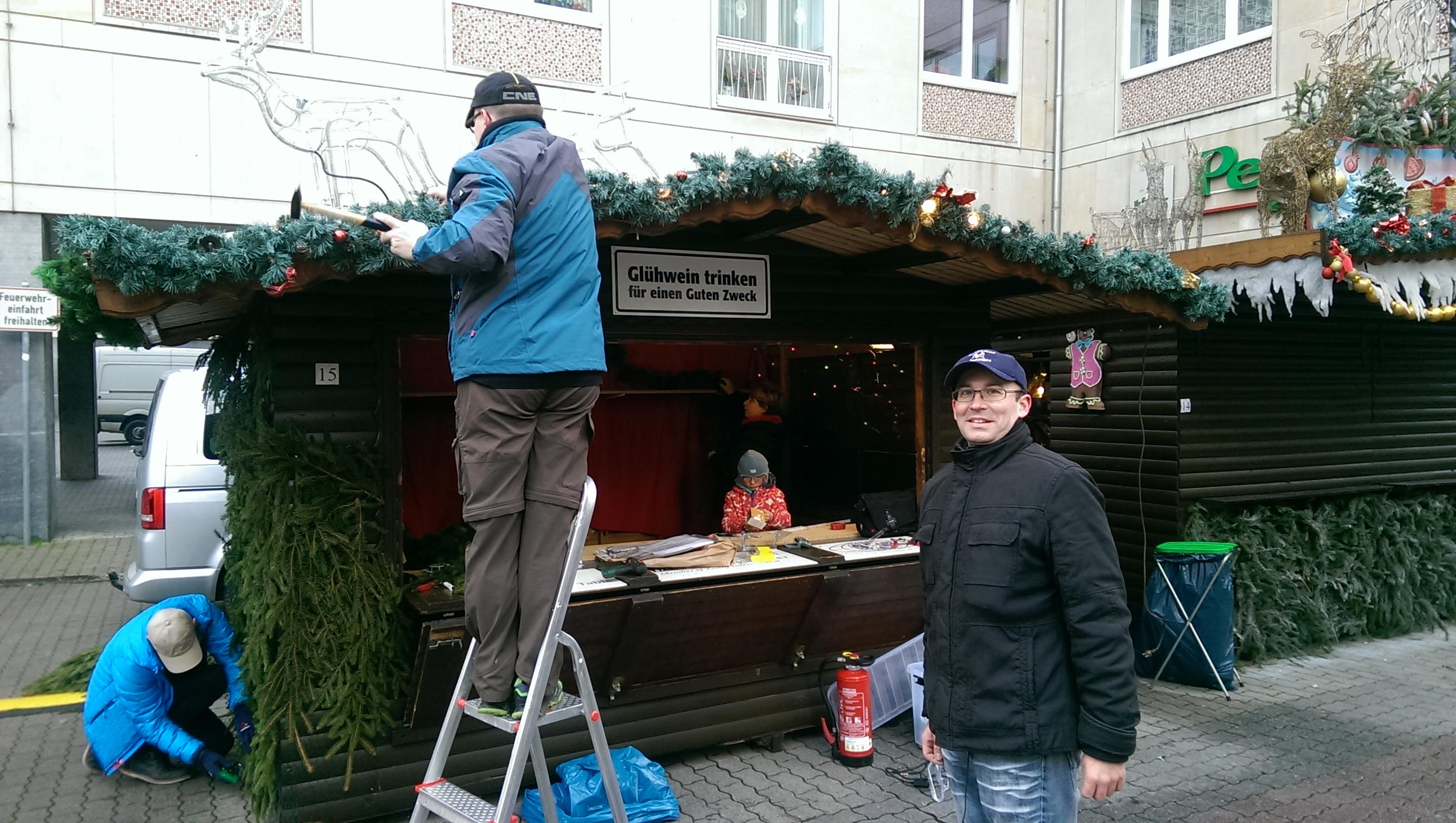 Zonta Club Leipzig Elster Glühweinstand auf dem Leipziger Weihnachtsmarkt im Salzgässchen